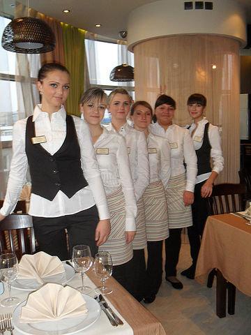 Обучение официантов самостоятельно.
