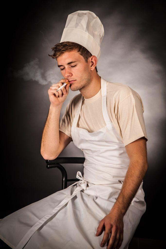 Где можно курить сотрудникам ресторана.