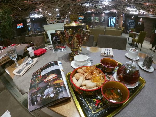 Для ресторанов с русской кухней: чаепитие с самоваром.