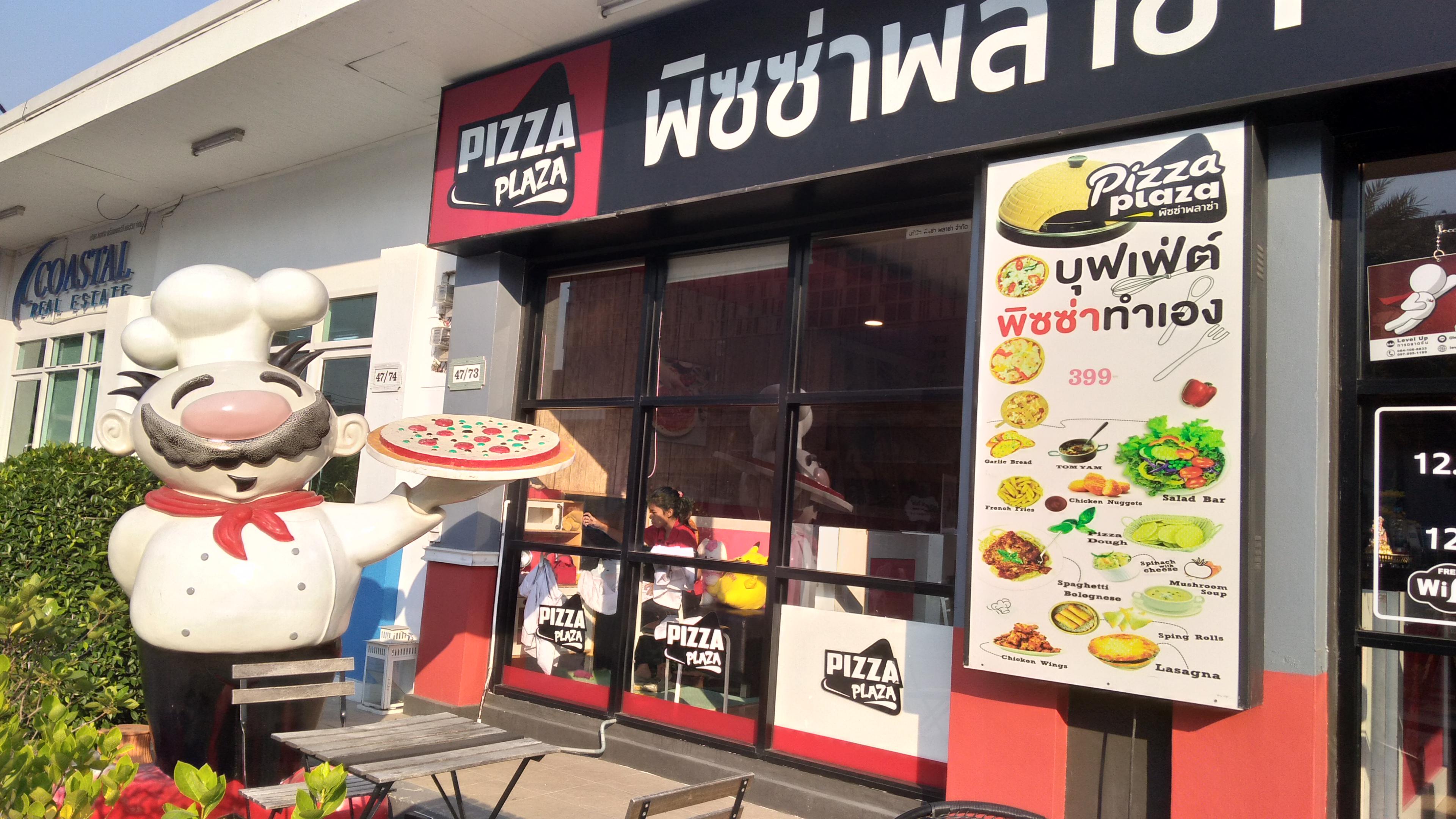 дети пекут сами пиццу в кафе
